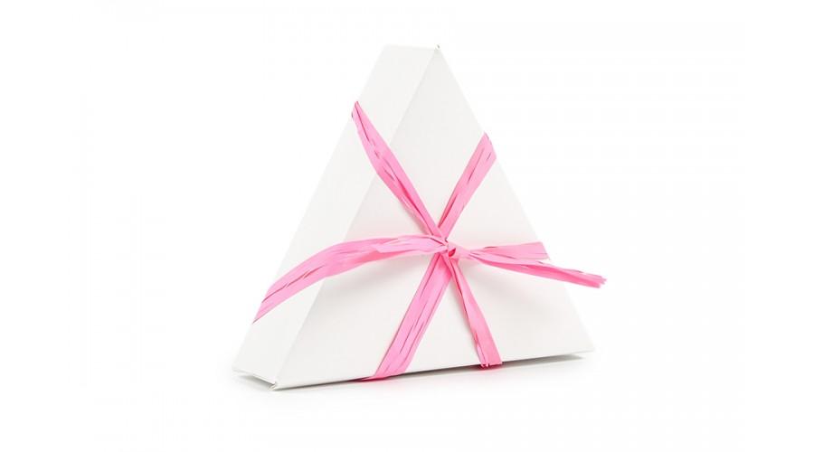 Рожева рафия для оформлення подарунків