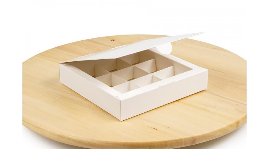 Коробка на 9 цукерок, білого кольору, 153х153х30